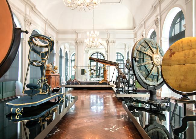 Salonul de Matematica si Fizica a Statului